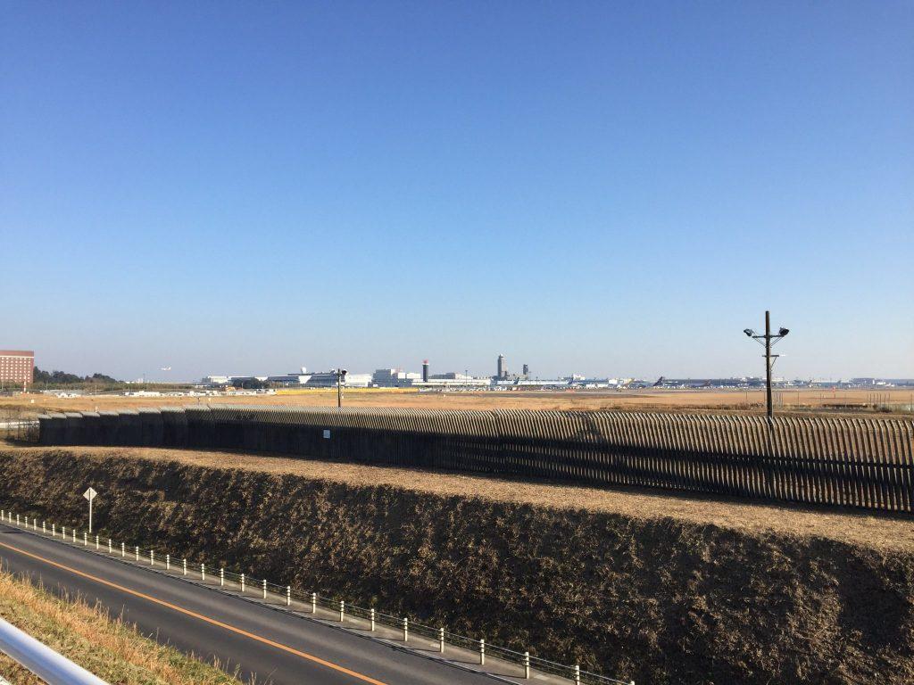 成田空港のすぐ隣